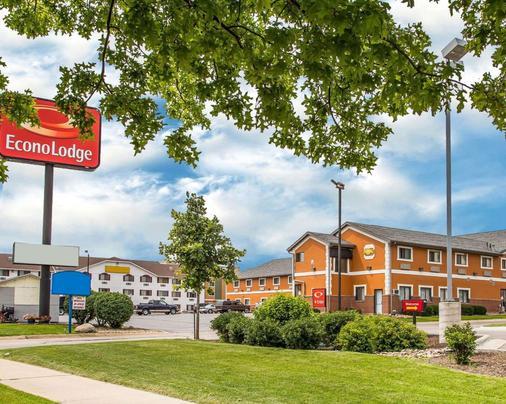 Econo Lodge - Cedar Rapids - Building