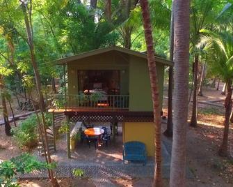 Puerto Barillas Marina & Lodge - Usulután - Patio