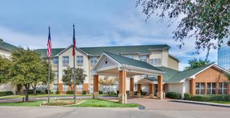 Candlewood Suites Market Center - Dallas - Building