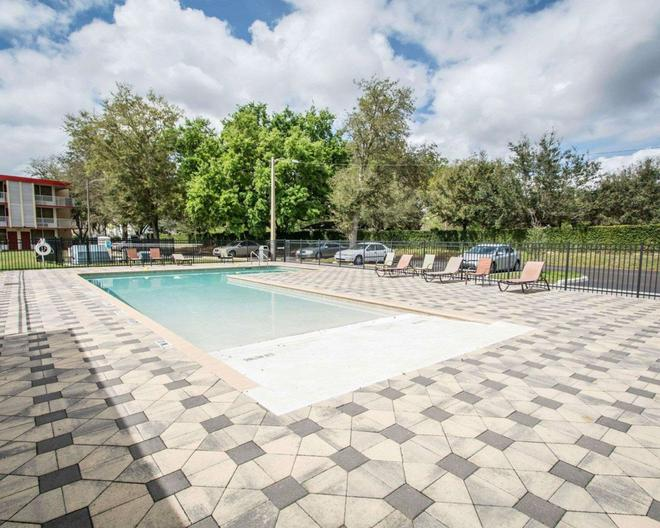 基西米伊克諾酒店 - 基西米 - 基西米 - 游泳池