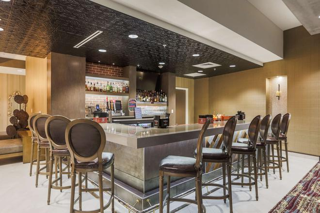 Homewood Suites by Hilton Charleston Historic District - Charleston - Bar
