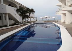 Hotel Bagasi Manzanillo - มันซานิลโล - สระว่ายน้ำ