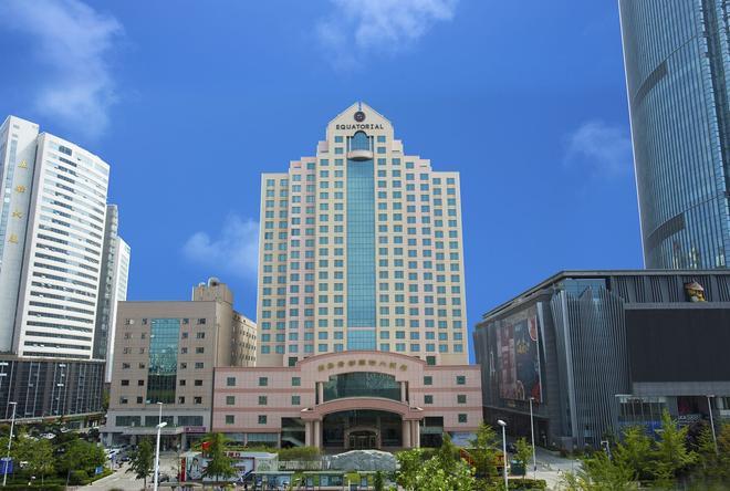 Hotel Equatorial Qingdao - Qingdao - Building