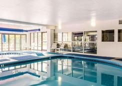 Quality Inn & Suites Denver North - Westminster - Westminster - Pool