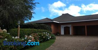 Pousada Casa Campos Bed & Breakfast - Campos do Jordão - Building