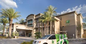 Holiday Inn Hotel & Suites Scottsdale North - Airpark - Scottsdale - Building