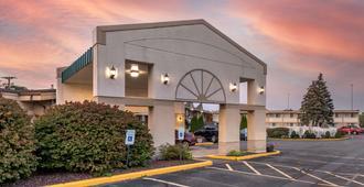 Quality Inn and Suites Vestal Binghamton - Vestal