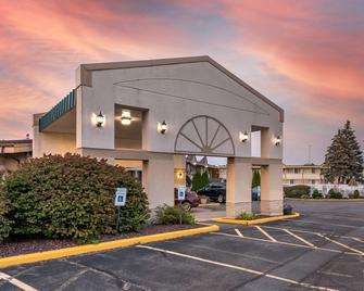 Quality Inn and Suites Vestal Binghamton - Vestal - Будівля