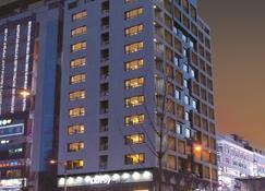 เดย์ส โฮเทล ดงทัน - ฮวาซ็อง - อาคาร