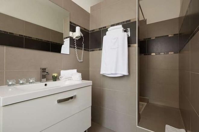Hotel le Twelve - Paris - Bathroom