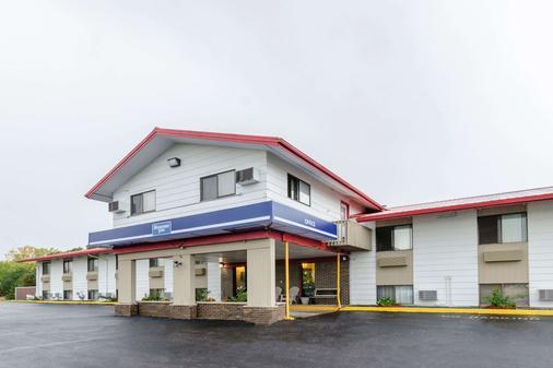 Rodeway Inn - Mitchell - Building