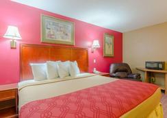 Rodeway Inn - Mitchell - Bedroom