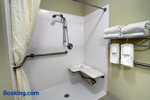Cobblestone Hotel & Suites - Wayne - Wayne - Bathroom
