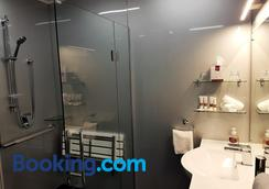 Fiordland Lakeview Motel And Apartments - Te Anau - Bathroom
