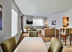 Delta Hotels by Marriott Dartmouth - Dartmouth - Living room