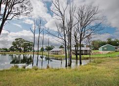 Starline Alpacas Farmstay Resort - Broke - Outdoors view