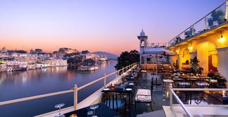 Hotel Sarovar On Lake Pichola - אודאיפור - מרפסת