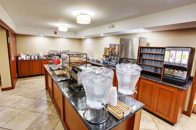 Country Inn & Suites by Radisson, Traverse City - Traverse City - Buffet