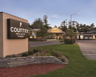 Country Inn & Suites by Radisson, Traverse City - Traverse City - Rakennus