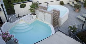Hotel Enrichetta - Desenzano del Garda - Πισίνα