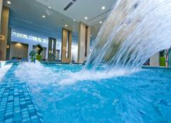 Abacus Business & Wellness Hotel - Herceghalom - Pool