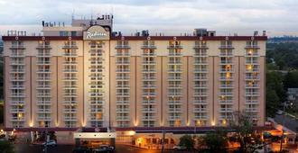 โรงแรมเรดิสัน สนามบิน JFK - ควีนส์