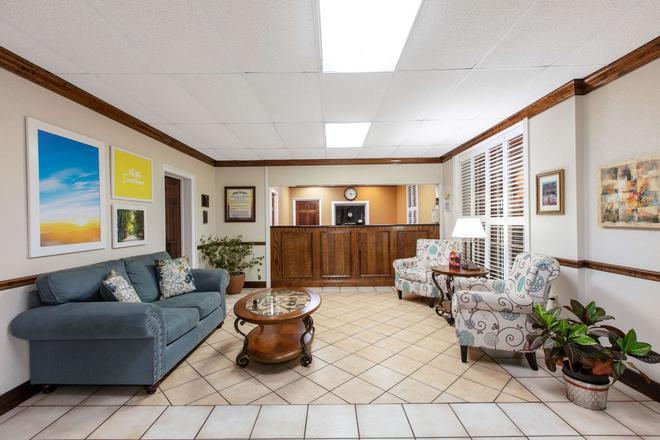 Days Inn by Wyndham Natchez - Natchez - Lobby