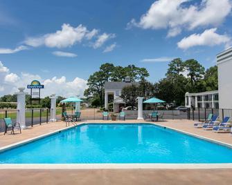 Days Inn by Wyndham Natchez - Natchez - Pool
