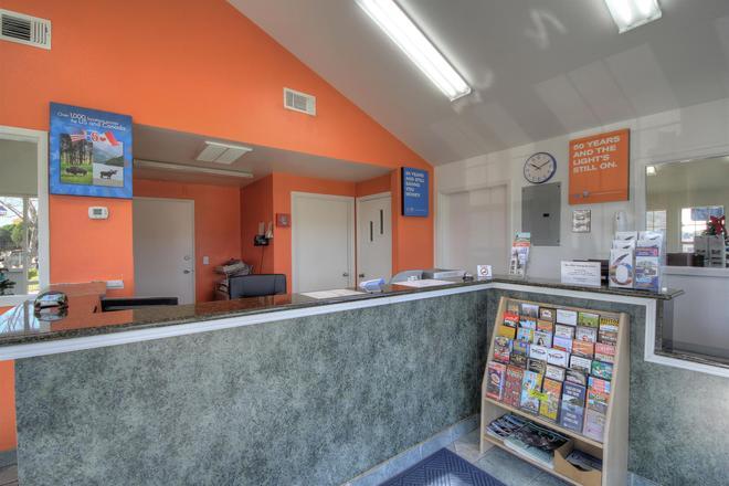 Motel 6 Kerrville - Kerrville - Lobby