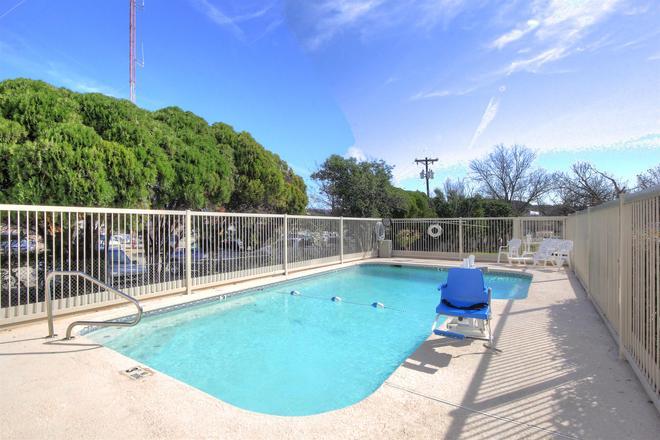 Motel 6 Kerrville - Kerrville - Pool