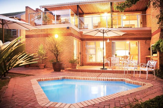 Feather Nest Guest House - Oudtshoorn - Πισίνα