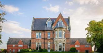 Ettington Chase - Stratford-upon-Avon - Building
