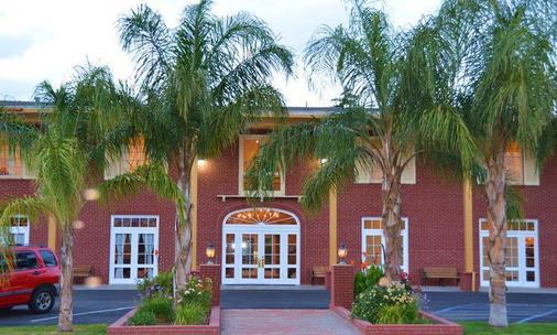 Best Western Plus Hill House - Bakersfield - Building