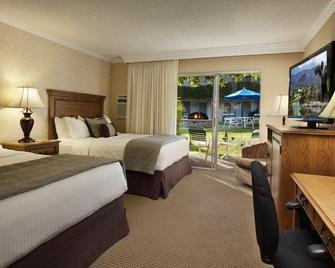 Best Western Plus Pepper Tree Inn - Santa Barbara - Bedroom