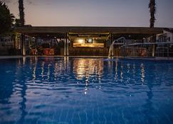內華達水療酒店 - 費特希耶 - 游泳池