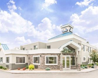 Days Inn by Wyndham Bismarck - Bismarck - Building