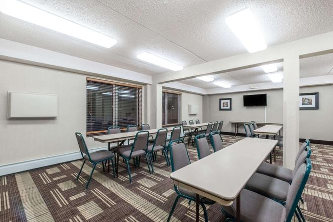 Days Inn by Wyndham Bismarck - Bismarck - Restaurant