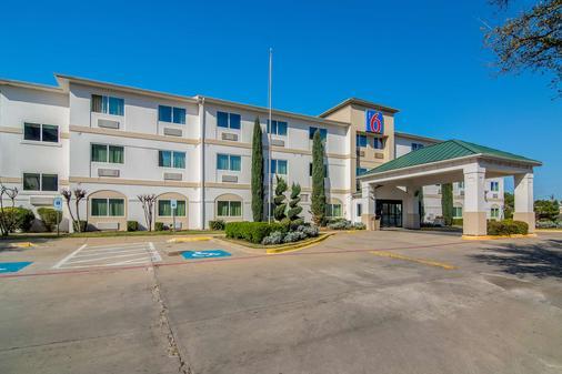 Motel 6 Dallas - North - Dallas - Rakennus