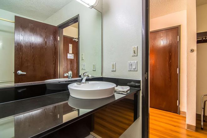 Motel 6 Dallas - North - Dallas - Phòng tắm