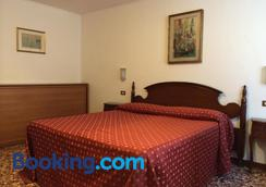 Hotel Fontana - Venice - Bedroom