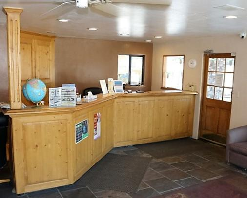 Blue Jay Lodge - South Lake Tahoe - Front desk