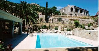 The Manor - Calvi