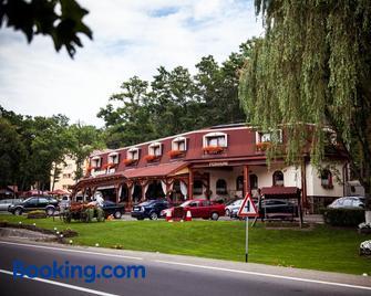 Pensiune Restaurant Lyra - Neumarkt am Mieresch - Gebäude