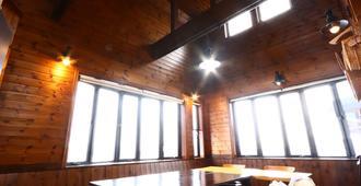 Guest House Honami-kaido - Hostel - Yamanouchi - Dining room