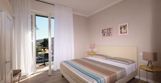 B & B La Cornice - Gina Room With Bathroom and Private Terrace - San Gimignano - Habitación