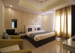 Oyo 8132 Hotel Kukreja - Dehradun - Bedroom