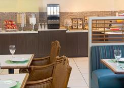 Ramada by Wyndham Fort Lauderdale Airport/Cruise Port - Fort Lauderdale - Restaurant