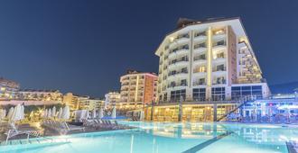 Ramada Resort by Wyndham Kusadasi - Kusadasi - Building