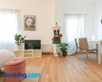 Quattro Stanze - Quattro Vie - Crema - Living room