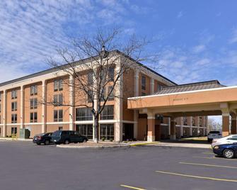 Quality Inn & Suites - Matteson - Building